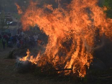 Villigster Osterfeuer lockt Menschen in Scharen