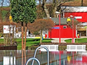 Elsebad: Bürgermeister schickt Schwimmer in die Nacht