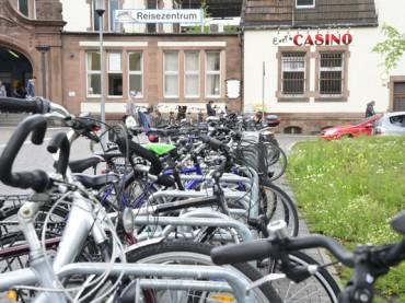 Fahrradfahrer wünschen sich optimierte Abstellmöglichkeiten am Bahnhof