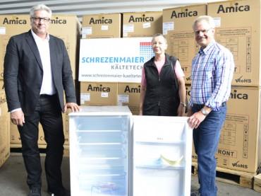 Firma Schrezenmaier spendet 20 Kühlschränke für den Arbeitskreis Asyl