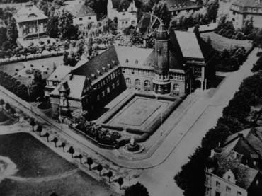 """100 Jahre Neues Rathaus: Uwe Fuhrmann und Thomas Emde berichten """"Montags im Museum"""""""
