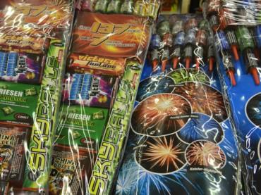 Vorsicht bei Krachern, Böllern und Raketen: Leichtsinn kann fatale Folgen haben