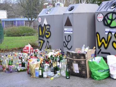 Altglascontainerstandort in Villigst ist wieder schön: Leere Flaschen abgefahren