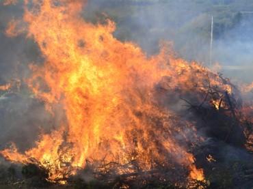 Verwaltung kontrolliert: Osterfeuer müssen angezeigt werden