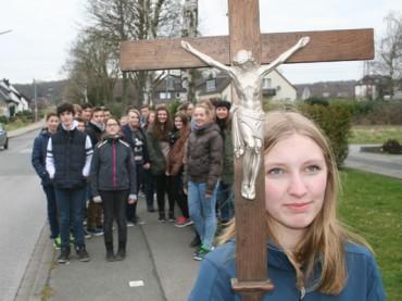 Schwerte durchkreuzt: Mehr als 100 Christen folgten den fünf Kreuzen