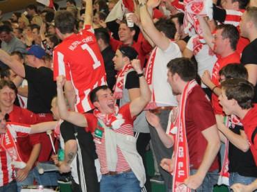 Holzpfosten greifen erneut zur Futsal-Krone
