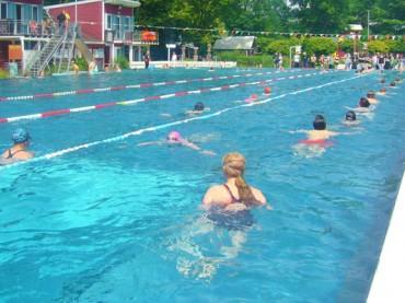 """24-Stunden-Schwimmen: Wo """"Rennenten"""" auf """"Bimmel und Bommel"""" treffen"""