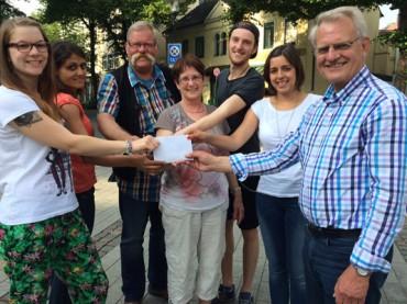 Bündnis gegen Rechts spendet 300€ an Arbeitskreis Asyl