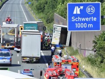 Unfall auf der A1: Lkw-Fahrer wurde schwer verletzt