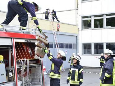 Feuerwehr führte Abschlussprüfung bei Halbach durch