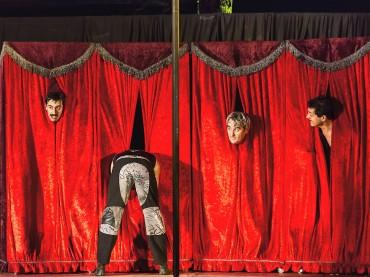 Welttheater der Straße: Foto-Vernissage am 5. Januar in der Sparkasse