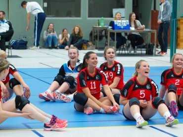 VVS-Volleyballerinnen bleiben in eigener Halle eine Macht: 3:0 mit Futsal-Unterstützung