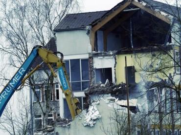 Die ersten Mauern sind gefallen: Abriss Rathaus II hat begonnen