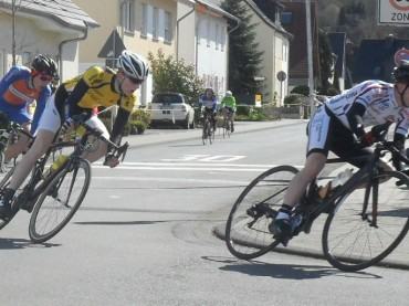 Simon Schmitt gewinnt Radrennen in Ahrweiler