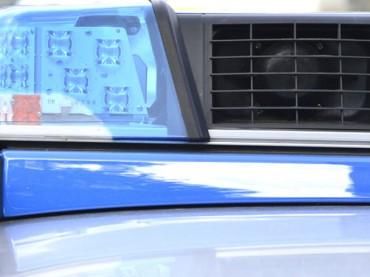 Unfall auf der A1: LKW-Anhänger kippte um – Weiße Farbe auf der Fahrbahn