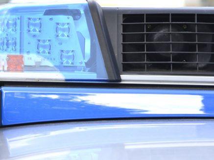 Unfall auf der A1: Kleintransporter fährt Pkw in die Seite