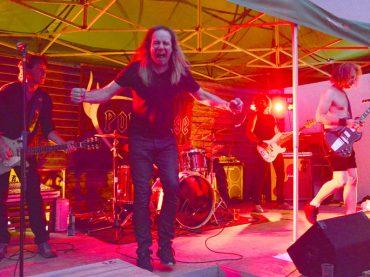 """Stampfender Tribut für AC/DC: """"Powerage"""" lockt 300 Menschen in den Stall"""