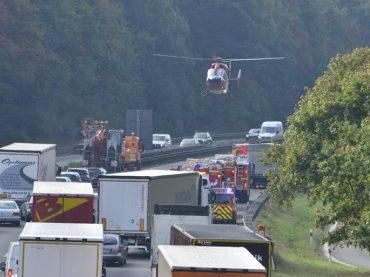 Unfall auf A45: Feuerwehr musste Türen gewaltsam öffnen