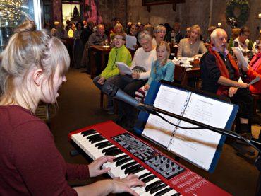 Zwischen Thekentisch und Glaskasten: Adventssingen in der Rohrmeisterei
