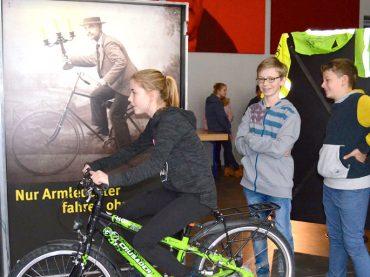 FBG-Schüler machen den Beleuchtungs-Check