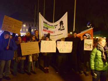 AfD im Rathaus, Bündnis gegen Rechts davor: ein bunter Abend ohne Zwischenfälle