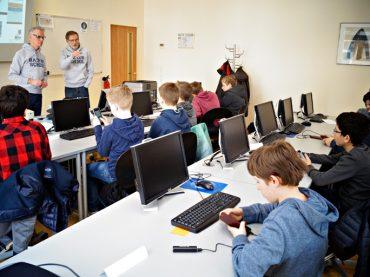 Jugendliche entwickeln eigene App: Start der Hacker School in Schwerte