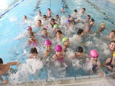 Schwimmmannschaft der Albert-Schweitzer-Schule fährt zur Kreismeisterschaft