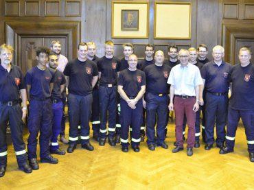 Feuerwehrmänner im Ratssaal: Löschzug Mitte folgte Einladung des Bürgermeisters