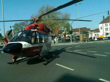 Hubschrauber landet am Bahnhof