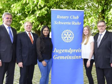 """Es gibt noch eine """"andere"""" Jugend: Rotarier verleihen Jugendpreis Gemeinsinn an junge Schwerterinnen"""