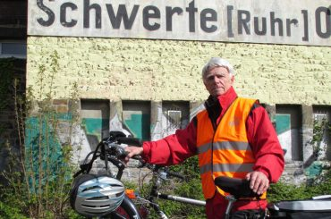 Mit dem Fahrrad am Schienenstrang entlang