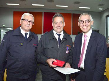 Große Ehre für Wilhelm Müller: Deutsche Feuerwehrehrenkreuz in Silber