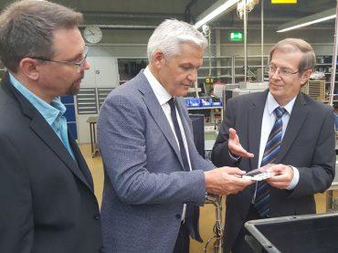 Sommertour: Hubert Hüppe zu Gast bei der Firma Papenmeier
