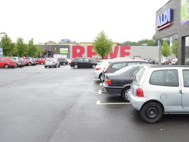 Einkaufen nur noch mit Parkscheibe: ALDI und REWE gehen gegen Fremdparker vor