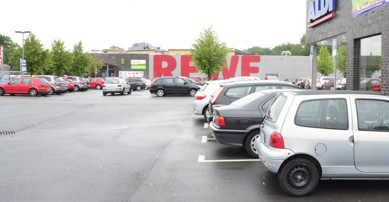 Knöllchen auf dem Supermarktparkplatz