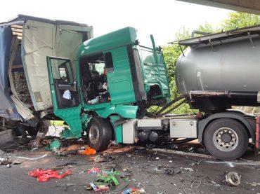 Lkw-Unfall auf der A1: Fahrer eines Gefahrguttransporters schwer verletzt