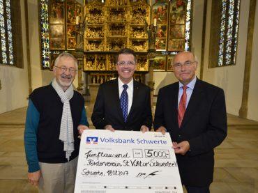 Altar muss restauriert werden: Volksbank-Spende hilft der Kirche weiter