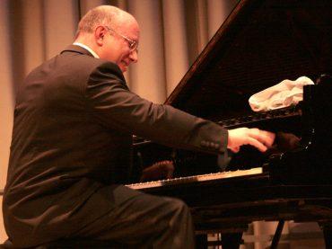 Der Schwarze unter den weißen Boogie Woogie Pianisten: Jörg Hegemann kommt in die Rohrmeisterei
