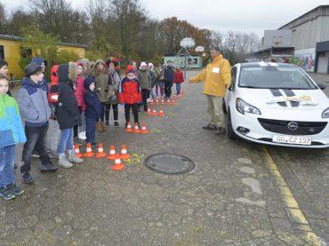 Achtung Auto: Verkehrserziehung am Gänsewinkel
