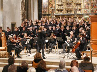 Klassisches und Traditionelles: Adventskonzert der Stadtkantorei und der RTG-Chöre