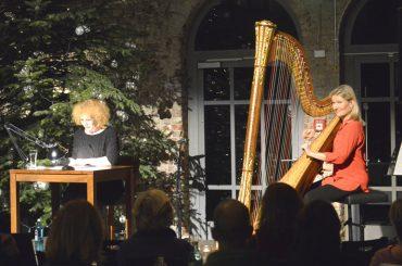 Weihnachtslesung und Harfenspiel: ein perfekter Abend mit Nina Hoger und Ulla van Daelen