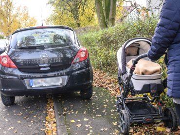Parken auf dem Gehweg – Nur wo's erlaubt ist