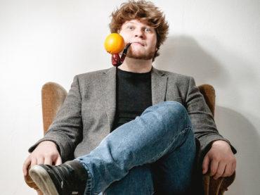 Kinder der Weirdness: Jan-Philipp Zymny tritt in der Sparkasse auf