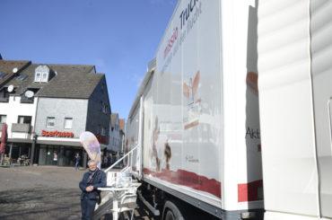 Missio-Truck sensibilisierte Schüler und Bürger für das Thema Flucht