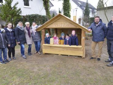 """Förderverein spendiert Kindern der Kita """"An der Ulme"""" neues Spielhaus"""