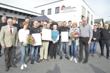 58 Jahre geballte Elektrokompetenz: Silberne Meisterbriefe für Bernd und Ralf Abrahams