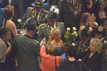 Weiße Rosen für das Königspaar: Frank I. und Silke I. feierten ihren Abschied