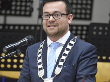 Der Gruß von Bürgermeister Dimitrios Axourgos zum Weihnachtsfest und Jahreswechsel