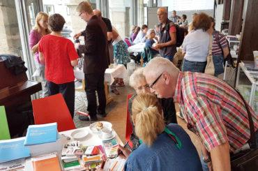 Kaffee, Kuchen, Austausch: Das Café SCHWERengagierTE öffnen seine Türen