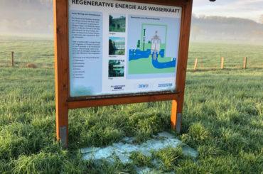"""Wasserlehrpfad: Vandalen """"entglasten"""" die Schautafeln"""